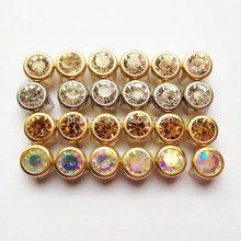 Metal Studs com pedra de vidro Centered Embellishment
